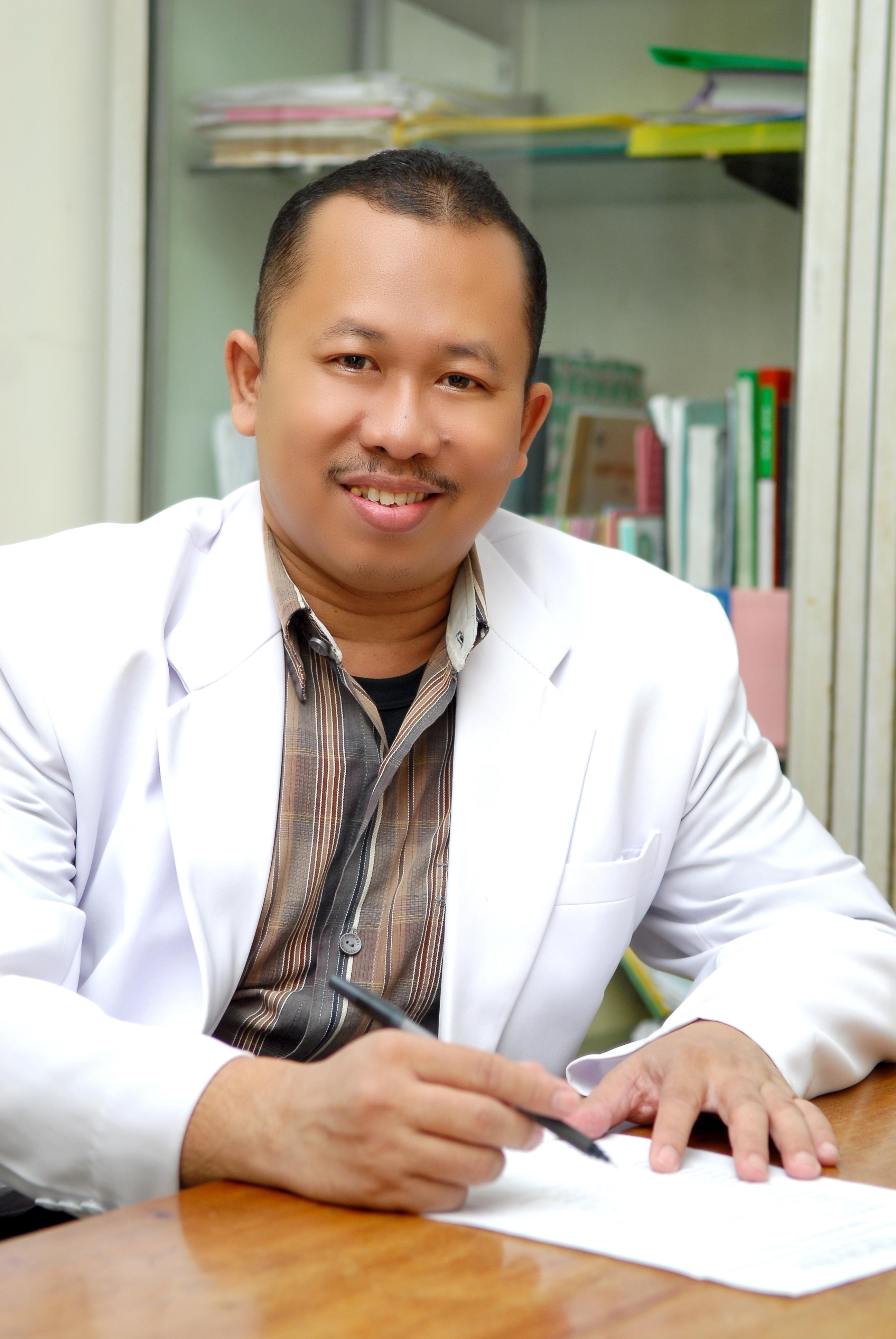 dr. Rosich Attaqi, Sp. B